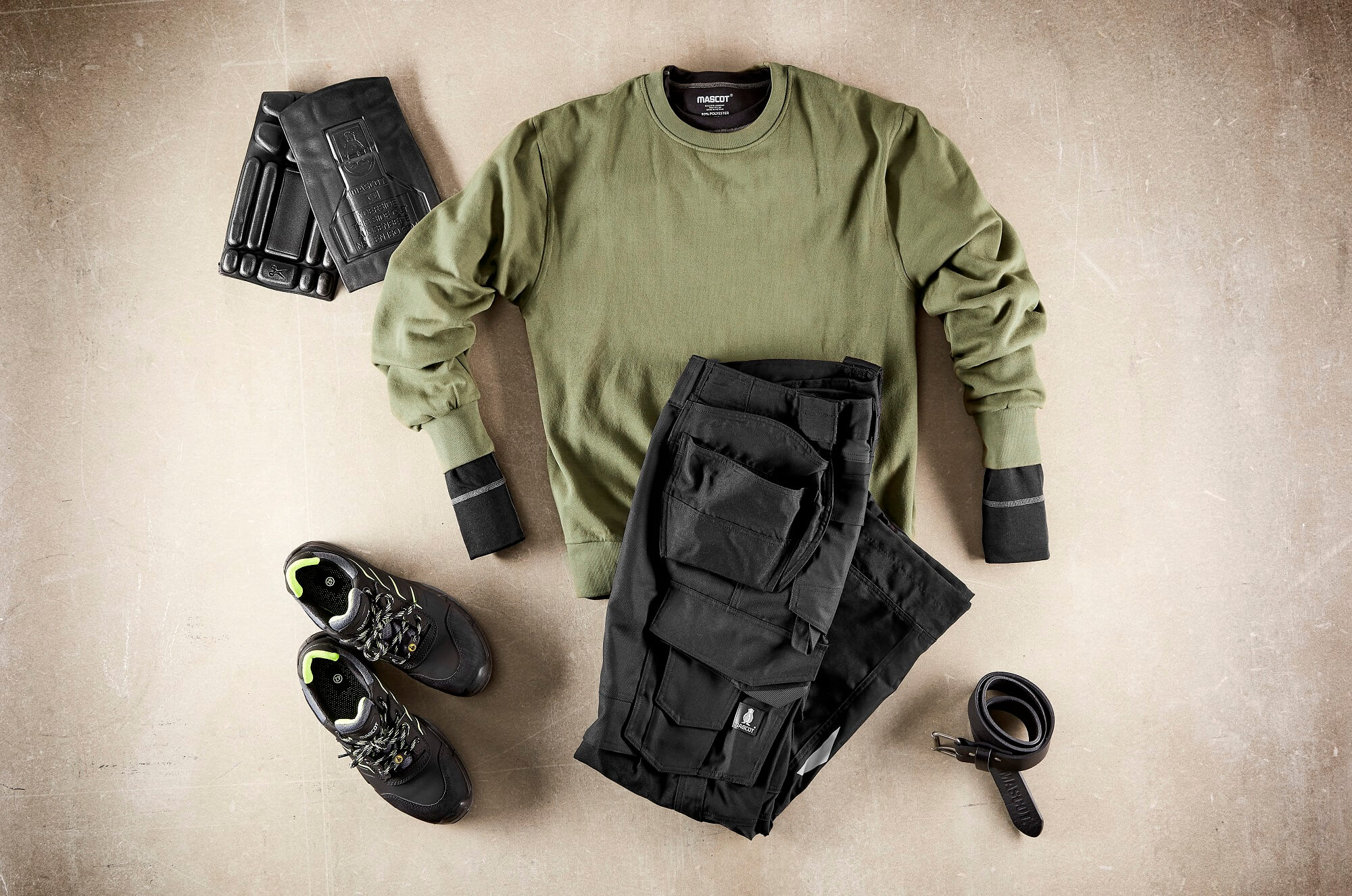 Sweatshirt, Work Trousers, Kneepads & Safety Shoe - Olive green & Black
