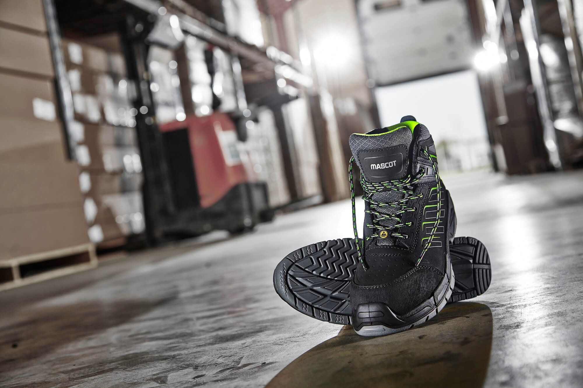 Black - Safety Boot - Environment - MASCOT® FOOTWEAR FIT