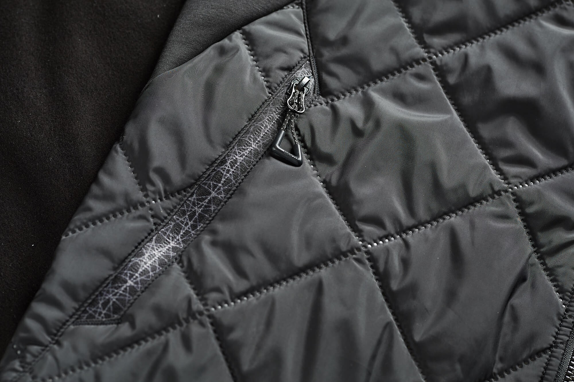 Thermal Clothing - Black - Detail - MASCOT® ACCELERATE