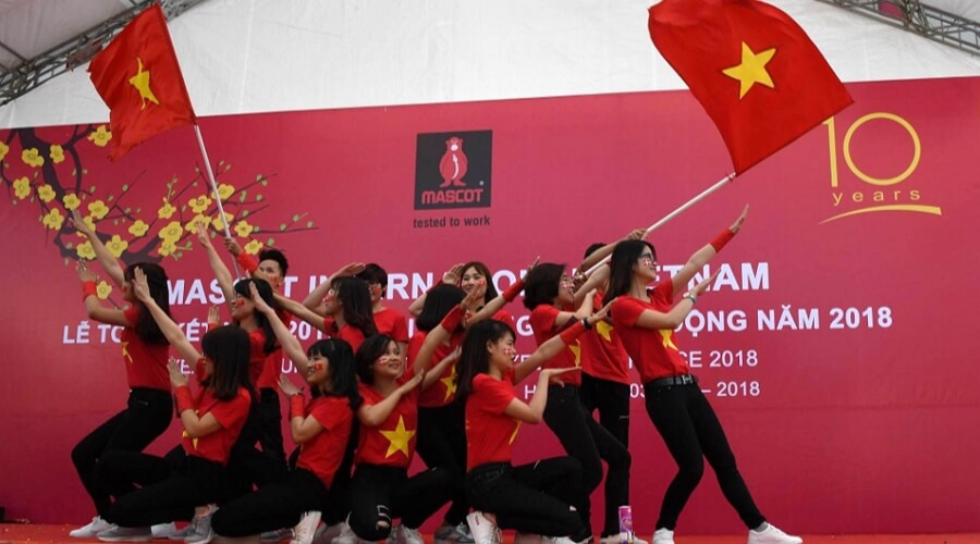 Vietnam -Own factories in Vietnam: -MASCOT employs well over half of its employees outside Europe. In MASCOT's factories in Vietnam and Laos, there are about 2400 employees producing the workwear that is developed, marketed and sold by their colleagues in Europe.