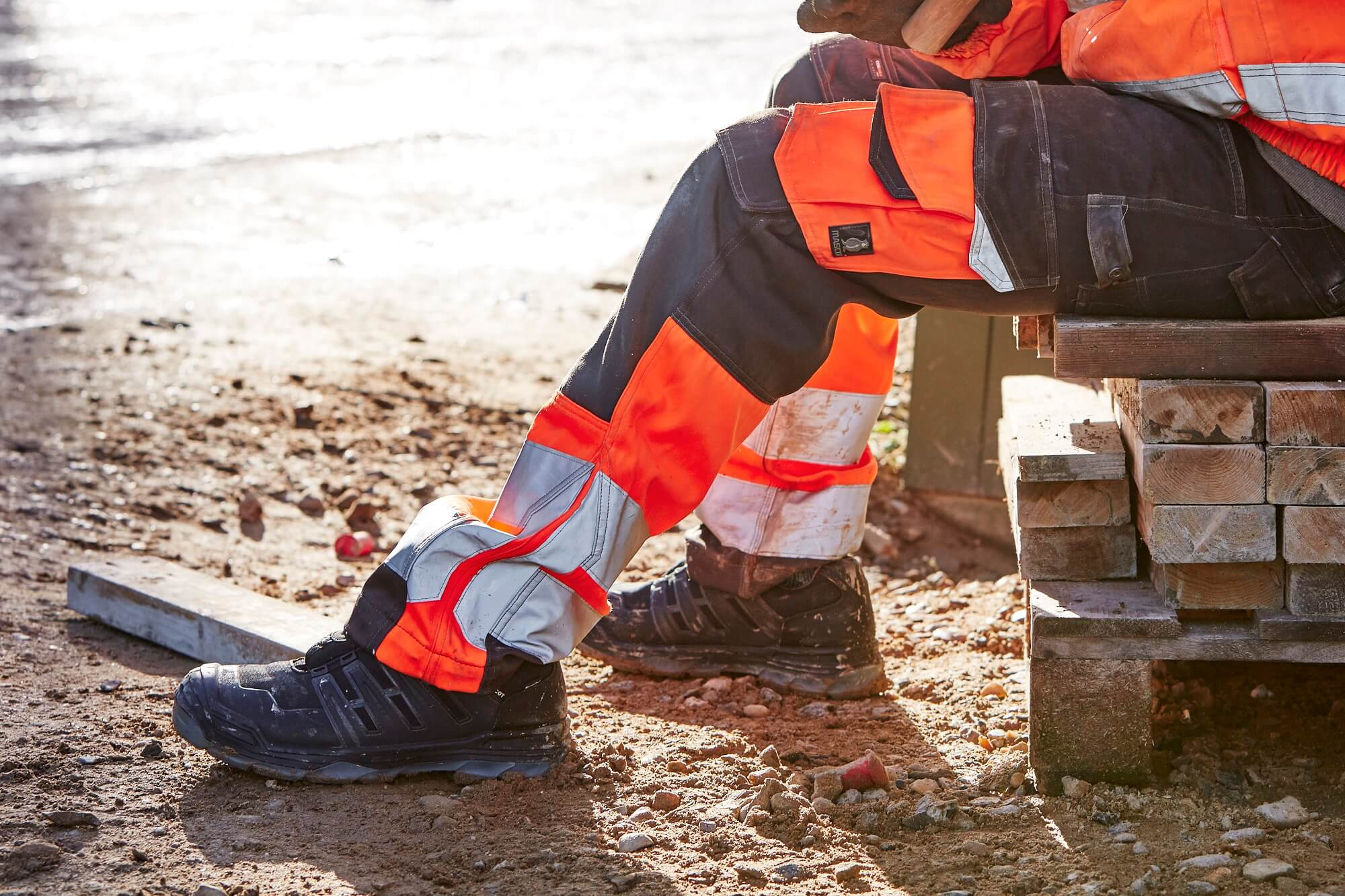 Hi-vis Trousers & Safety Shoe - MASCOT® Workwear
